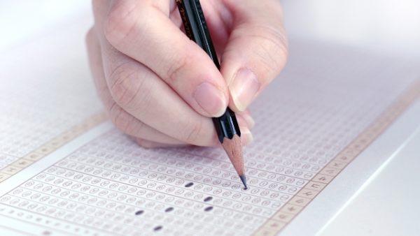 マーク式でシャーペンはNG?リスクを理解している人は鉛筆を使う理由